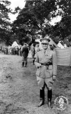 The Minister of Czechoslovak National Defence in Great Britain, General Sergej Ingr with Czechoslovak units at Cholmondeley in July 1940.