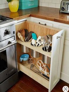 Here are the Diy Kitchen Organization Ideas You Can Try At Home. This post about Diy Kitchen Organization Ideas You … Small Kitchen Organization, Diy Kitchen Storage, Kitchen Drawers, Kitchen Redo, New Kitchen, Life Kitchen, Kitchen Corner, Design Kitchen, Awesome Kitchen