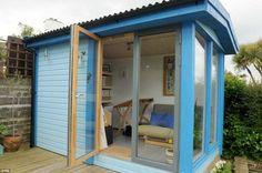 abri en dalles bleues avec porte pivotante