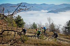 Сезонът за планинско колоездене вече тече - решихме да ви улесним, като подрабхме местата с маркирани маршрути за планинско колоездене, и какво да очаквате от тях. Outdoor Activities, Cycling, Mountains, Nature, Travel, Biking, Naturaleza, Viajes, Bicycling