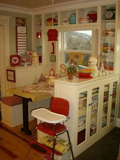 53 Cozy Kitchen Nook Everyone Should Try This Year craft room kitchen vintage kitchen retro kitchen Cozy Kitchen, Red Kitchen, Country Kitchen, Kitchen Ideas, Kitchen Layout, Medium Kitchen, Fiesta Kitchen, Kitchen Colors, Kitchen Living
