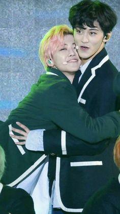 na jaemin is so clingy to everyone tbh Nct 127 Mark, Mark Nct, Winwin, K Pop, Nct U Members, Nct Dream Jaemin, Johnny Seo, Jung Jaehyun, Na Jaemin