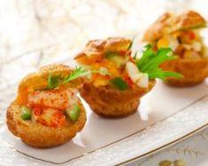 Bouchées de choux légers à la salade de crevettes et de pomme verte : http://www.fourchette-et-bikini.fr/recettes/recettes-minceur/bouchees-de-choux-legers-a-la-salade-de-crevettes-et-de-pomme-verte.html