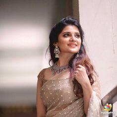 Aathmika latest HD pictures and Wallpapers - NatoAlpabet Saree Blouse Patterns, Saree Blouse Designs, Sonam Kapoor, Deepika Padukone, Saree Poses, Indian Bridal Sarees, Saree Trends, Stylish Sarees, Dress Indian Style