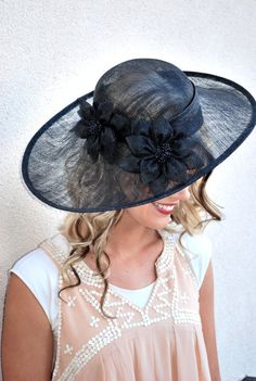 Sinamay Derby Hat with flower design and adjustable headband. Perfect Piece for a wedding, tea party or any other special occasion. -Available in other colors -Comfortable -We love group parties! Discounts on 4 pieces or more! Available for immediate shipment! Shop more Fascinators in different colors and styles: https://www.etsy.com/shop/QueenSugarBee?section_id=17790047&ref=shopsection_leftnav_1 Select matching and unique jewelry pieces: https://www.etsy.com/shop/QueenSugarBee?section_i...