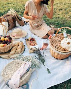 Happy Picnic Day to the residents of the Northern Territory! Are you using this long weekend to Happy Picnic Day to the residents of the Northern Territory! Are you using this long weekend to enjoy a picnic? Picnic Date, Summer Picnic, Spring Summer, Fall Picnic, Picnic Pictures, Picnic Photography, French Picnic, Romantic Picnics, Picnic In The Park