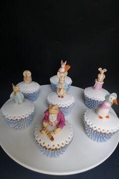 Beatrix Potter beyond immagination cakes School Cupcakes, Cupcakes For Boys, Easter Cupcakes, Cute Cupcakes, Decorated Cupcakes, Delicious Cupcakes, Peter Rabbit Cake, Peter Rabbit Party, Mini Cakes