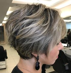 50 Long Pixie Cuts to Make You Stand Out in 2020 - Hair Adviser - - Bored with your current cropped hairstyle and looking for something new? Consider one of these 50 trendy long pixie cuts! Cute Short Haircuts, Cute Hairstyles For Short Hair, Straight Hairstyles, Layered Hairstyles, Hairstyles 2018, Pixie Haircuts, Medium Hairstyles, Stacked Bob Haircuts, Stacked Angled Bob