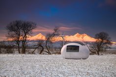 The Ecocapsule is an egg-shaped unit that is self-sustainable and allows you to live off the grid and create your own power with solar and wind energy. Best Tiny House, Micro House, Nautilus, Solar Energy, Solar Power, Wind Power, Eco Pods, Bialetti, Ecology Design