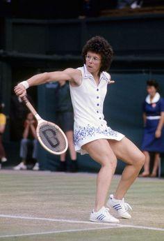 billi+jean+king   July 4, 1975: American Billie Jean King hits a backhand return during ... #tennismotivation #LearnAboutTennis