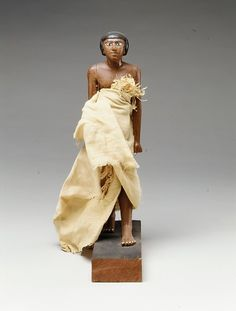 Wooden statuette of Wah The statuette is meant to house the soul of Wah after death. The statuette is dressed in linnen, like Wah would have done in life. 32.2cm high (1211/16 inch.) Egyptian, Middle Kingdom, dynasty 12, reign of Amenemhat I, 1981 - 1975 BC. Source: Metropolitan Museum