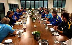 À espera dos jogadores, comissão técnica da Seleçã...