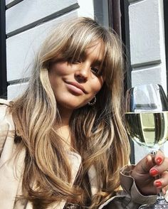 tendances coiffure - All For Hair Cutes Good Hair Day, Great Hair, Hairstyles With Bangs, Cool Hairstyles, Long Fringe Hairstyles, Bangs Hairstyle, Brown Blonde Hair, Blonde Bangs, Blonde Hair With Fringe