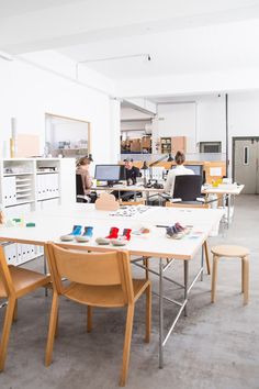 Simple and with a lot of light and really good pieces of design Tour Snug Studio In Hannover, Germany