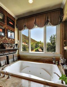 Britney Spears' master bathroom has a jetted bathtub