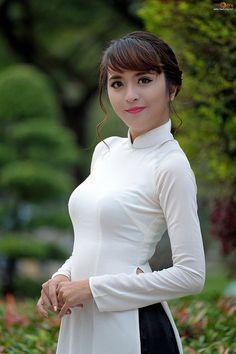 Ao Dai Duyen Dang Sexy (395) | Tâm Nguyễn Đắc | Flickr Vietnamese Traditional Dress, Vietnamese Dress, Traditional Dresses, Beautiful Asian Girls, Gorgeous Women, Ao Dai, White Girls, Tight Dresses, Asian Fashion