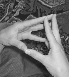 Fingertips touching: touch all of your fingers from one hand with the other and slowly let them go one by one, then reconnect them. You can finish by doing the namaste salute.