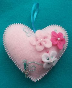 Best 12 Felt heart by Zipsquid Felt Keychain, Fabric Hearts, Felt Decorations, Heart Crafts, Felt Christmas Ornaments, Creation Couture, Felt Patterns, Felt Fabric, Felt Diy