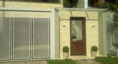 30 modelos de frente de casas com muros.  http://www.vaicomtudo.com/frente-de-casas-com-muros-e-exemplos.html