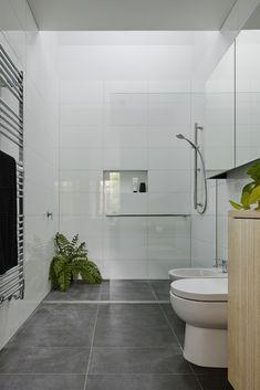 Gallery of Garden Wall House / Sarah Kahn Architect - 12 - Garden Wall House,© Tatjana Plitt - White Bathroom Tiles, Bathroom Renos, Laundry In Bathroom, Bathroom Renovations, Master Bathroom, Downstairs Bathroom, Washroom Tiles, Bathroom Closet, White Tiles