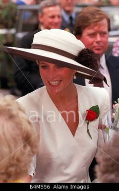 Princess Diana-- so very elegant and classic