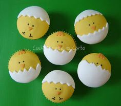 Hatching Chicks Cupcakes~adorable for Easter! Fondant Cupcakes, Easter Cupcakes, Fondant Toppers, Easter Cookies, Easter Treats, Farm Animal Cupcakes, Cake Pops, Cute Cookies, Cupcake Cookies