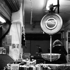 Mercados que molan!!! #lacasqueria #librosalpeso #lavapies #madrid #mercadosanfernando #welovemarket #market #thinklocal #buylocal #slowlife