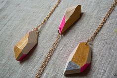 Wood&cut, pendenti da indossare. Shop su Etsy: https://www.etsy.com/it/shop/Woodncut?ref=shopinfo_shophome_leftnav