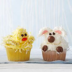 Lamb and Ducky Cupcakes - These cute cupcakes made to look like baby animals are the perfect treats for Easter. Marshmallows, flaked coconut, and small candies come together to make these spring cupcakes super cute—and super tasty! Lamb Cupcakes, Spring Cupcakes, Bunny Cupcakes, Spring Cake, Pretty Cupcakes, Easter Cupcakes, Easter Cookies, Gourmet Cupcakes, Flower Cupcakes