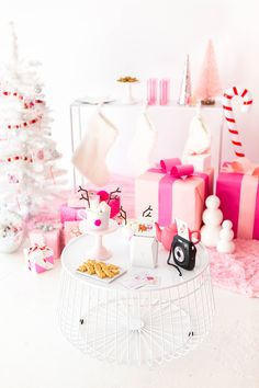 I'm Dreaming Of A Pink Christmas Party! Gingerbread Christmas Decor, Merry Christmas, Pink Christmas Decorations, Gold Christmas Tree, Natural Christmas, New Years Decorations, Christmas Drinks, Christmas Holidays, Christmas Nails