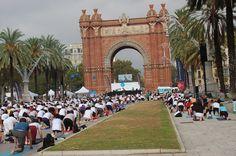 Yoga en el Arco del Triunfo de Barcelona #ZICOEsp