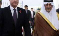 L'Inghilterra si arricchisce vendendo armi all'Arabia Saudita Il governo inglese appoggia il sanguinario regime saudita per ragioni economiche. Il Regno Unito ha visto aumentare esponenzialmente la vendita di armi all'Arabia saudita negli ultimi mesi. Un commer #yemen #arabiasaudita #inghilterra #armi