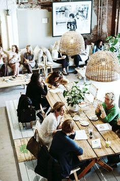 Restaurant & eetcafe inspiratie | lange eettafels & zitbanken voor verschillende... - http://centophobe.com/restaurant-eetcafe-inspiratie-lange-eettafels-zitbanken-voor-verschillende/ -