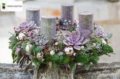 : Christmas World, Nordic Christmas, Winter Christmas, Christmas Home, Christmas Crafts, Christmas Arrangements, Christmas Centerpieces, Xmas Decorations, Floral Arrangements