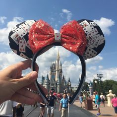 Thanks @disneyjunkie75 for this magical picture! The request was for a pair of custom Alice in Wonderland ears so I created these doublesided ears... Funny thing I honestly thought they were the least attractive pair of ears I've made but several people seem to love them