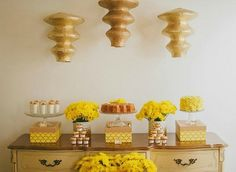 HONEYCOMB THEMED BABY SHOWER {Guest Feature}
