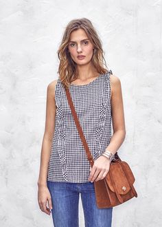 http://www.sezane.com/fr/product/collection-printemps-ete/6661-blouse-daria?cou_Id=1400