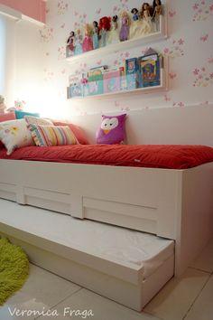 Decoração de quarto de menina feita por mim. Detalhe da cama adicional