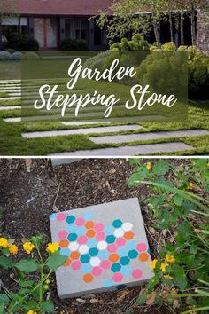 Wonderfull DIY stepping stones  projets #gardensteppingstone Garden Steps, Easy Garden, Amazing Gardens, Beautiful Gardens, Picnic Blanket, Outdoor Blanket, Magic Garden, Garden Stepping Stones, Meteor Garden 2018