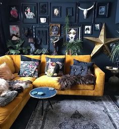 Yellow sofa black walls I'm not this stylish but awesome. Interior Design For Living Room Room Interior, Interior Design Living Room, Living Room Designs, Apartment Interior, Apartment Ideas, Cool Living Room Ideas, Bohemian Interior Design, Yellow Interior, Eclectic Design