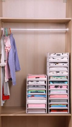 How to organize your closet? Small Closet Organization, Home Organization Hacks, Organization For Clothes, Baby Wardrobe Organisation, Organization Ideas For Bedrooms, College Closet Organization, Dresser Drawer Organization, Stationary Organization, Underwear Organization
