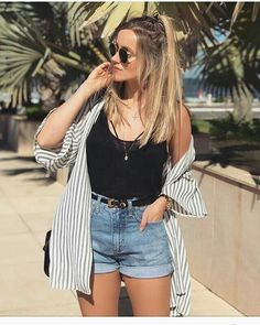 Short mom jeans regata preta e camisa listrada. - Jean Shorts - Ideas of Jean Shorts Summer Shorts Outfits, Shorts Outfits Women, Mode Outfits, Skirt Outfits, Spring Outfits, Casual Outfits, Fashion Outfits, Fashion Ideas, Casual Shorts Outfit