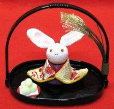 【日本製】和風小物和柄手作りちりめん細工十五夜お月見兎(うさぎ・ウサギ)かご付き