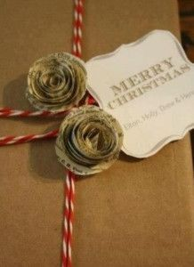 We love this creative DIY gift wrapping for books that involves decorate with roses made from recycled book pages. There are some beautiful Christmas gift wrap ideas in here! Christmas Gift Wrapping, Christmas Love, Christmas Holidays, Christmas Crafts, Wrapping Gifts, Wrapping Ideas, Wrap Gifts, French Christmas, Christmas Flowers