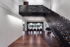treppen design schwarz aufwendige details kreisen holzstufen