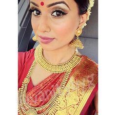 "285 likerklikk, 2 kommentarer – Gowry - Vanity By G © (@vanitybyg) på Instagram: ""Crimson Bride ✨  #makeup #muah #hairstyle #model #fashion #tamil #influencer #beauty #the6ix…"""