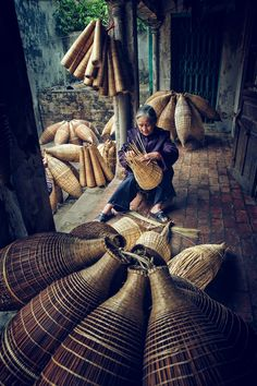 The Art of Knitting Fish Baskets in Vietnam | World Folklore Photographers Association