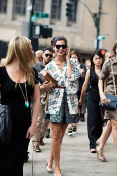 this is exactly how I want to wear kimonos. The secret must be in the colour coordination with the rest of the outfit.