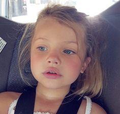 425 imagens sobre Kids😍 no We Heart It Blonde Baby Girl, Baby Girl Blue Eyes, Blonde Kids, Blue Eyed Baby, Blonde Babies, Pretty Kids, Beautiful Little Girls, Cute Little Baby, Pretty Baby