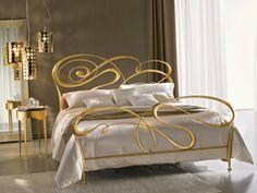 Impressionante cama de casal de ferro forjado